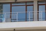 парапети за тераси от инокс и синьо стъкло