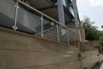 изработка на парапети за стълбища от алуминии и стъкло