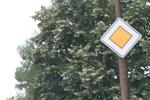 изработка на пътни знаци относно предимство