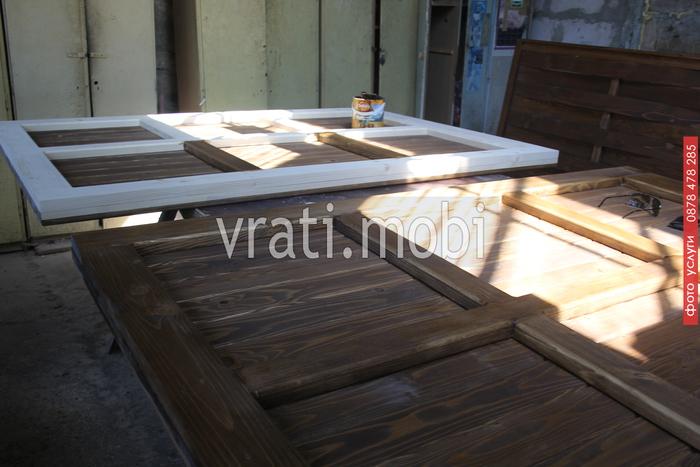 изработка на дървени портални врати по поръчка