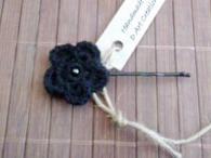 Фиба с ръчно плетено цвете - Черно