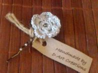 Фиба с ръчно плетено цвете - Сребърно сияние