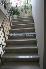 облицоване с мрамор на бетонно стълбище