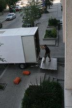 хамалски услуги по качване на мебели и обзавеждане в камион и транспорт