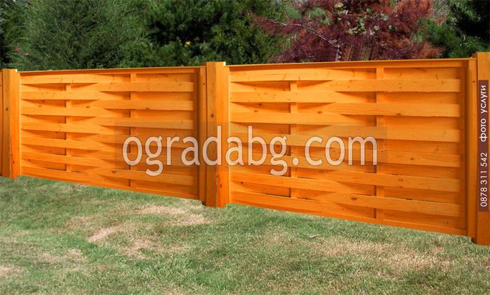 дървени огради от чам по поръчка боядисани с цветен лак