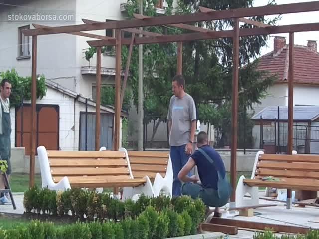 Дървен навес, изработен по индивидуален проект