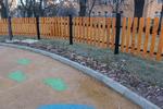 изработка на дървена ограда за обществена градинка