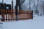 дървена ограда за обществена градинка