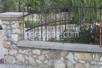ограда от тухли, бетон или камъни