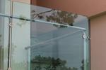изработка на терасни иноксови парапети със зелено стъкло